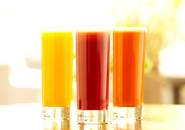 Three tall glasses of orange, carrot and vegetable juice:スマホ壁紙(壁紙.com)