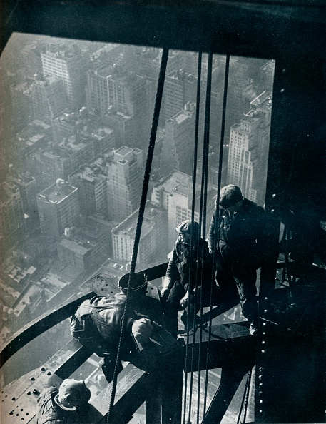 Empire State Building「'The final stages of the Mast; the street is some quarter mile below', c1931. Artist: Lewis Wickes Hine.」:写真・画像(13)[壁紙.com]