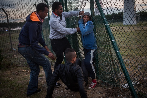 Calais「Calais Migrants Attempt To Find A Way To Reach The UK」:写真・画像(17)[壁紙.com]