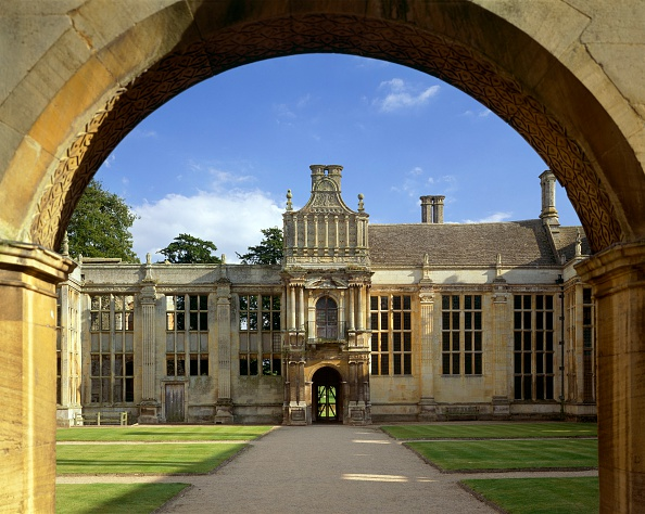 17th Century「View from the north side of the inner court of Kirby Hall, Northamptonshire, c2000s(?)」:写真・画像(6)[壁紙.com]