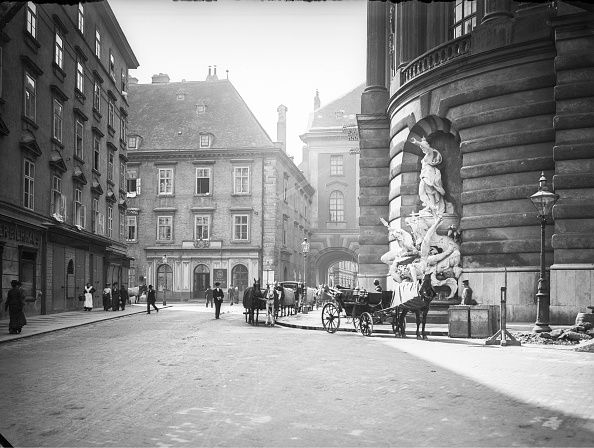 Imagno「Michaelerplatz and Reitschulgasse」:写真・画像(7)[壁紙.com]