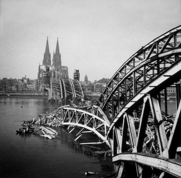 Bridge - Built Structure「Broken Bridge」:写真・画像(0)[壁紙.com]