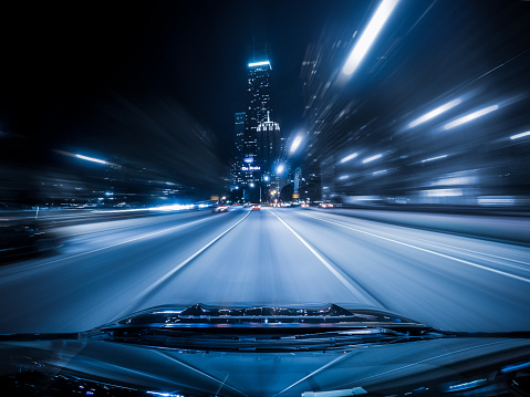行く手「View from the top of a car driving down highway, Chicago, Illinois, America, USA」:スマホ壁紙(16)