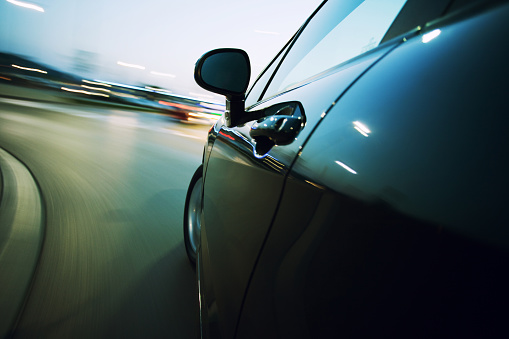Vehicle Mirror「View from the side of a car going around a corner blurred」:スマホ壁紙(9)