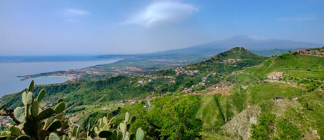 Active Volcano「View from the Sentiero dei Saraceni, a footpath over Taormina (Sicily, Italy)」:スマホ壁紙(14)