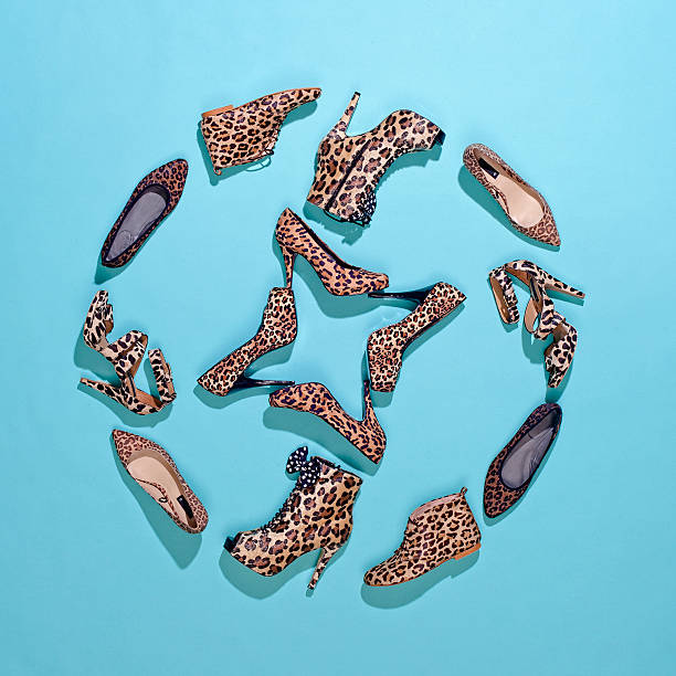 Various leopard print shoes arranged in a pattern:スマホ壁紙(壁紙.com)