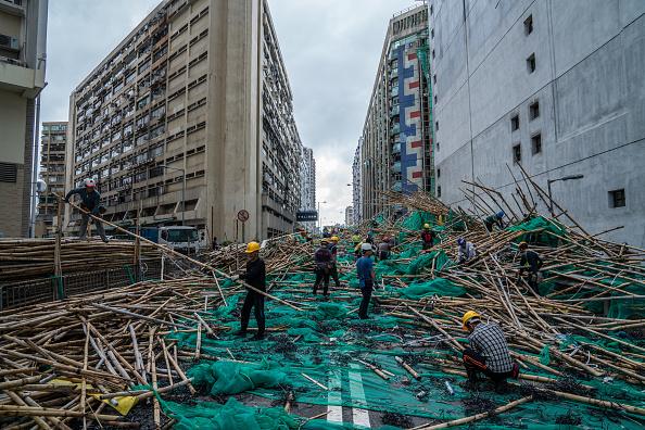 Lam Yik Fei「Hong Kong Sets Highest Storm Alert As Super Typhoon Mangkhut Arrives」:写真・画像(14)[壁紙.com]