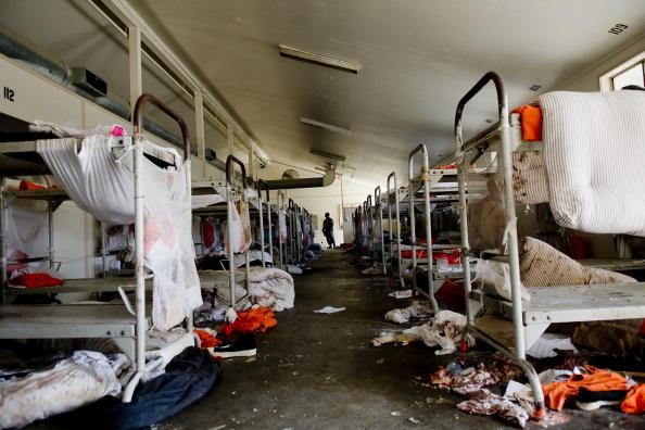 Public Building「Governor Schwarzenegger Tours Prison Where Riot Took Place」:写真・画像(16)[壁紙.com]