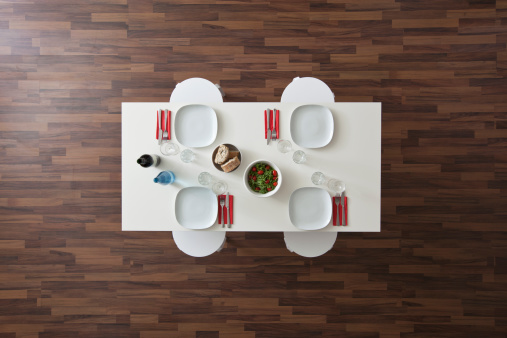 Dining Table「A table with place settings, wine, water, salad and bread, no people, overhead view」:スマホ壁紙(10)