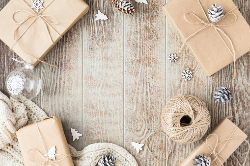 Template「Table with Christmas composition with gift, Christmas golden decorations, pine cones on wooden background. Flat lay, top view」:スマホ壁紙(2)
