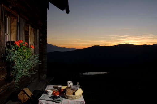 European Alps「Table with bread and cheese in front of alpine hut」:スマホ壁紙(13)