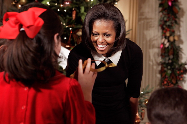 Responsibility「Michelle Obama Welcomes Military Families To White House To View Holiday Decorations」:写真・画像(4)[壁紙.com]