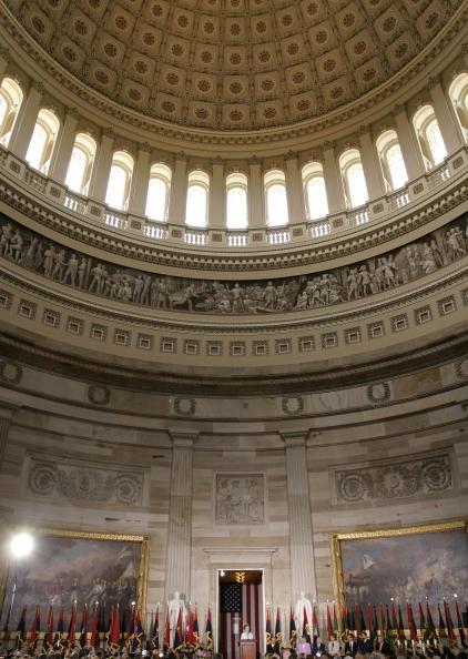 Capitol Hill「Laura Bush Participates In Holocaust Remembrance Observance」:写真・画像(4)[壁紙.com]