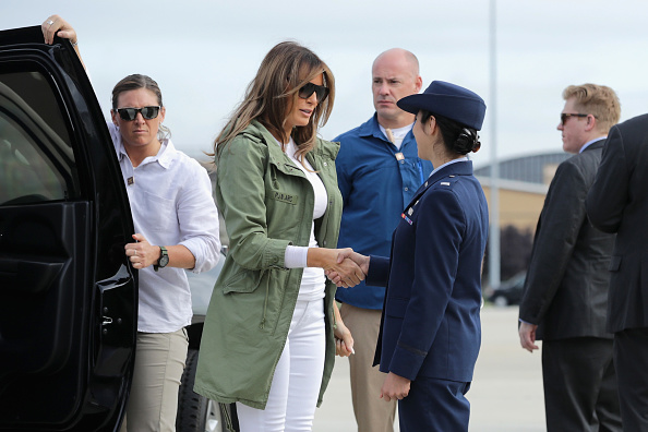 Southern USA「First Lady Melania Trump Visits Immigrant Detention Center On U.S. Border」:写真・画像(8)[壁紙.com]
