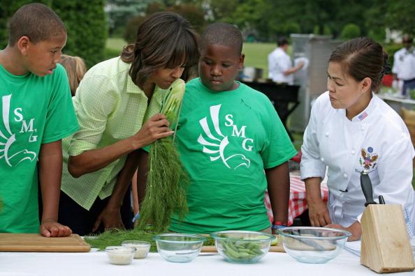 Fennel「Michelle Obama Hosts School Children To Harvest Crops From White House Garden」:写真・画像(10)[壁紙.com]