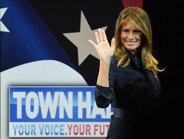 Smiling「First Lady Melania Trump Holds Las Vegas Town Hall Meeting On The Opioid Crisis」:写真・画像(14)[壁紙.com]