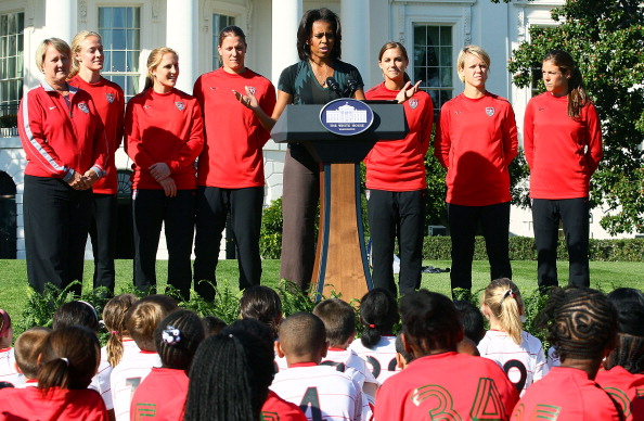 Women's Soccer「The First Lady Meets With Members Of The US Women's National Soccer Team」:写真・画像(5)[壁紙.com]