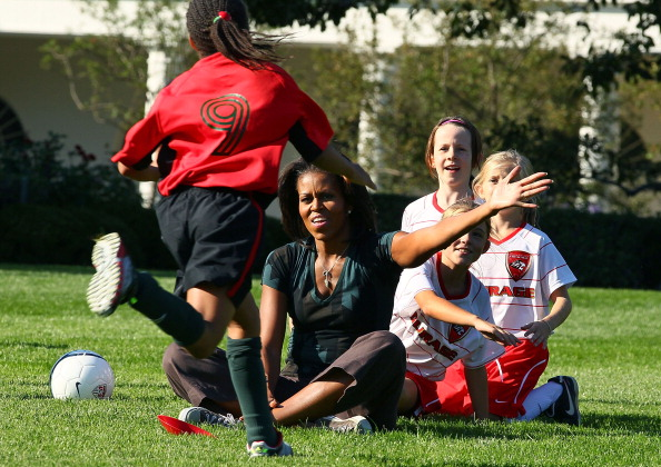 Women's Soccer「The First Lady Meets With Members Of The US Women's National Soccer Team」:写真・画像(12)[壁紙.com]