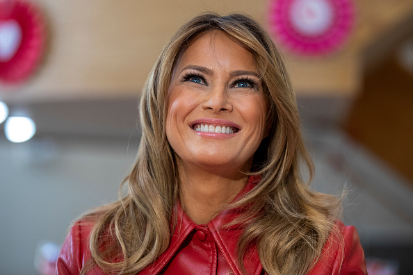 Melania Trump「First Lady Melania Trump Visits Children's Inn At The National Institutes For Health On Valentine's Day」:写真・画像(7)[壁紙.com]
