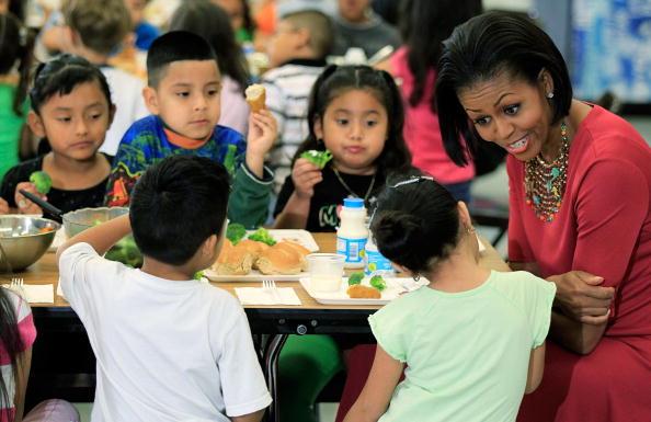 昼食「Michelle Obama And Mexican First Lady Visit Elementary School In Maryland」:写真・画像(11)[壁紙.com]