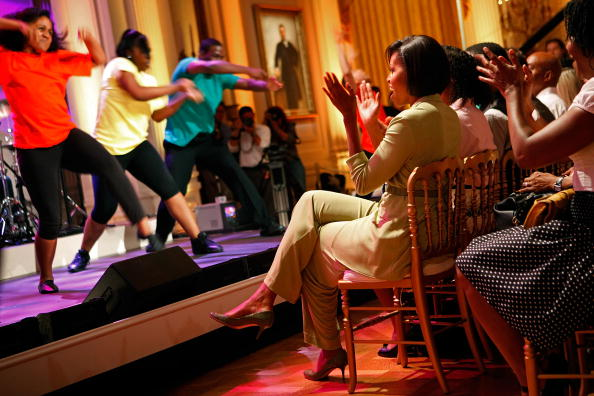 Applauding「Michelle Obama Hosts Dance Students At The White House」:写真・画像(18)[壁紙.com]