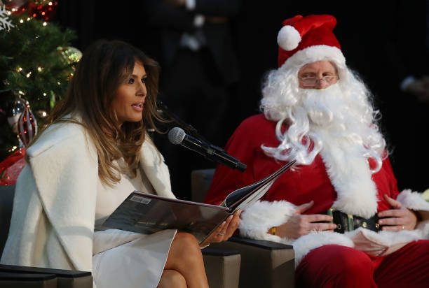 Christmas「Melania Trump Reads To Patients At DC Children's Hospital A Christmas Story」:写真・画像(4)[壁紙.com]