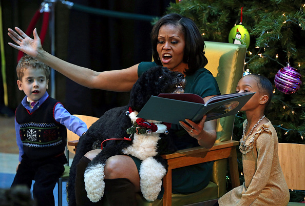 Christmas「Michelle Obama Reads To Kids At Children's National Medical Center」:写真・画像(9)[壁紙.com]