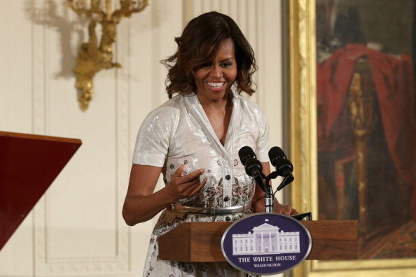 母の日「First Lady Michelle Obama Hosts Annual Mother's Day Tea Honoring Military Mothers」:写真・画像(17)[壁紙.com]