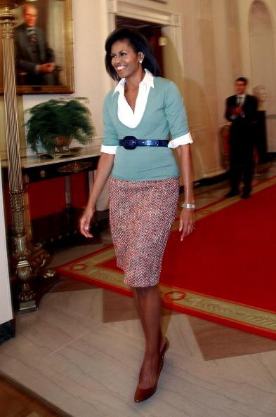 V-Neck「Michelle Obama Hosts DC School Children At White House」:写真・画像(9)[壁紙.com]