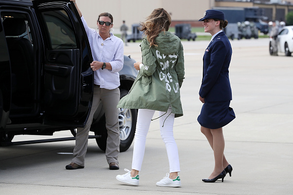 Raincoat「First Lady Melania Trump Visits Immigrant Detention Center On U.S. Border」:写真・画像(15)[壁紙.com]