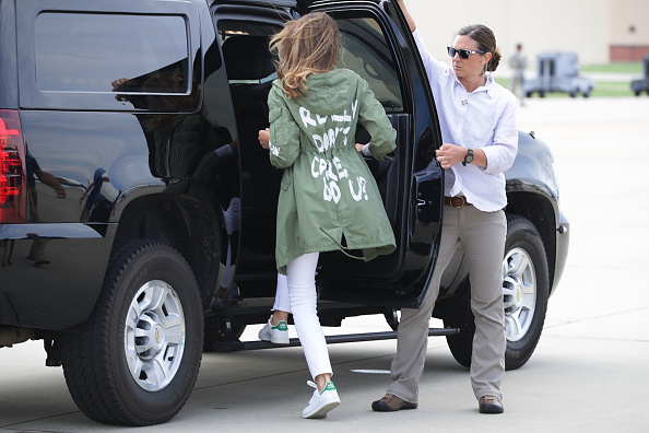 Parent「First Lady Melania Trump Visits Immigrant Detention Center On U.S. Border」:写真・画像(4)[壁紙.com]