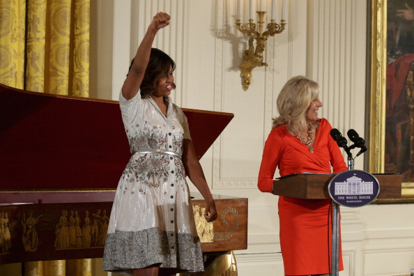 母の日「First Lady Michelle Obama Hosts Annual Mother's Day Tea Honoring Military Mothers」:写真・画像(18)[壁紙.com]