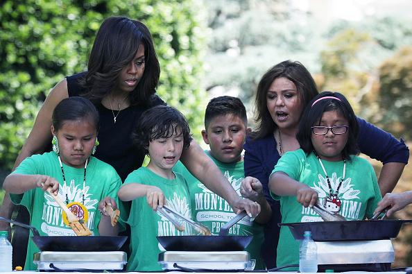 Ingredient「Michelle Obama And Students Harvest White House Kitchen Garden」:写真・画像(4)[壁紙.com]