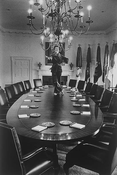 Betty Ford Dances On Cabinet Room Table:ニュース(壁紙.com)