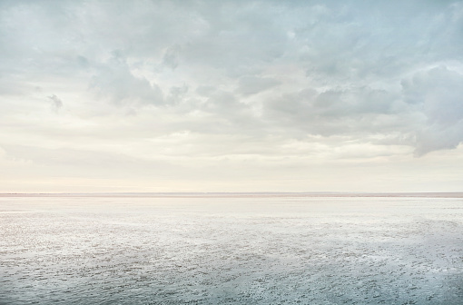 Cloud「Minimalist Beach Reflection」:スマホ壁紙(16)