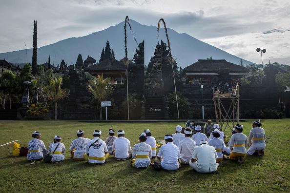 Hinduism「Indonesia Raises Alert For Bali Volcano」:写真・画像(5)[壁紙.com]