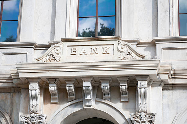 Bank sign on marble facade:スマホ壁紙(壁紙.com)