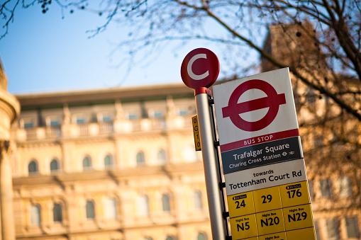 Town Square「Trafalgar Square Bus Stop Sign」:スマホ壁紙(6)