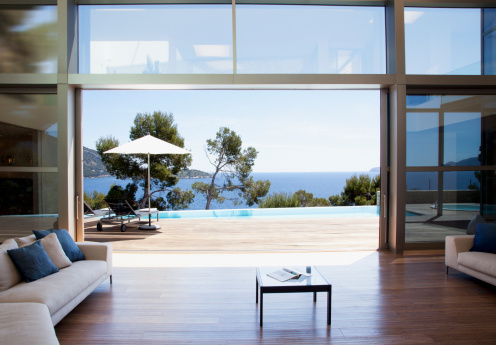 Sea「sofa and sliding doors in open modern house」:スマホ壁紙(7)