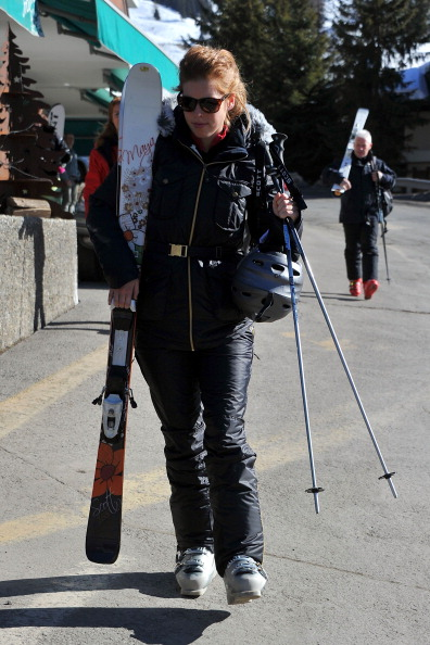 スキーストック「Prince Andrew and Sarah Ferguson Skiing in Verbier」:写真・画像(17)[壁紙.com]