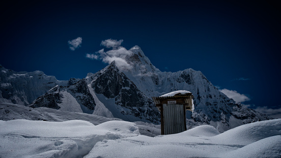 Ama Dablam「Nepal, View of toilet in mountain camp with Ama Dablam in background」:スマホ壁紙(9)