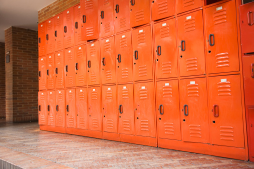 High School Student「Row of lockers」:スマホ壁紙(17)