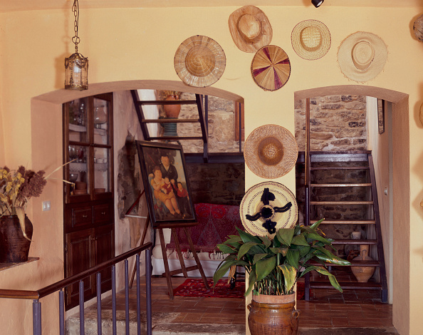 Frame - Border「View of several hats displayed on a wall」:写真・画像(11)[壁紙.com]