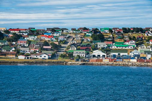 Falkland Islands「UK, Falkland Islands, Stanley, Colorful houses of coastal town」:スマホ壁紙(1)