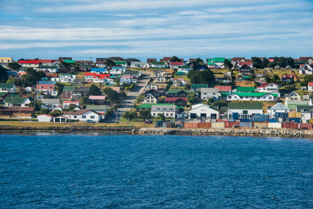 UK, Falkland Islands, Stanley, Colorful houses of coastal town:スマホ壁紙(壁紙.com)
