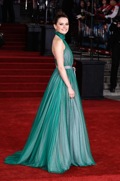 Emerald Green「'Murder On The Orient Express' World Premiere - Red Carpet Arrivals」:写真・画像(17)[壁紙.com]
