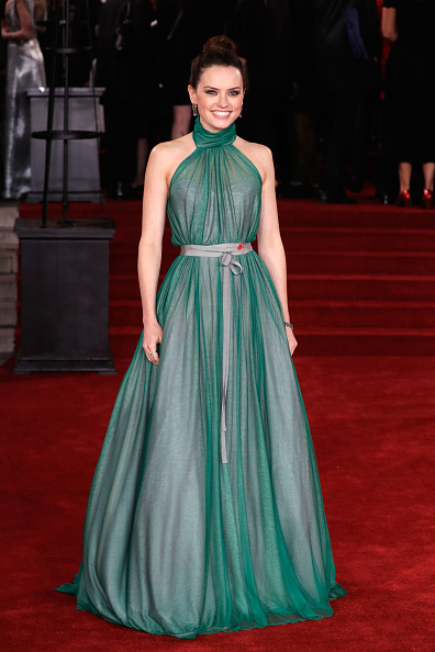 Emerald Green「'Murder On The Orient Express' World Premiere - Red Carpet Arrivals」:写真・画像(8)[壁紙.com]