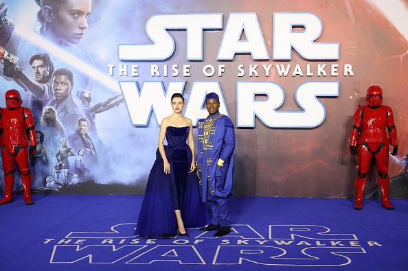"""スター・ウォーズ・シリーズ「""""Star Wars: The Rise of Skywalker"""" European Premiere - Red Carpet Arrivals」:写真・画像(8)[壁紙.com]"""