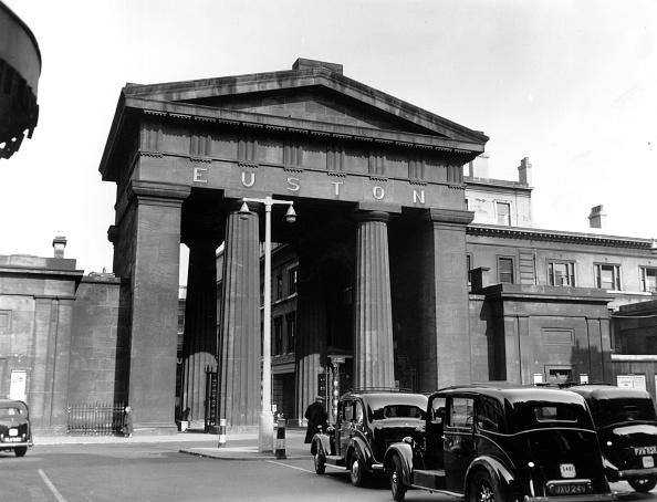 Arch - Architectural Feature「Euston Pillars」:写真・画像(16)[壁紙.com]