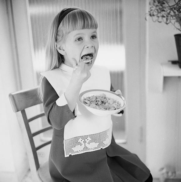 Eating「Cornflake Girl」:写真・画像(11)[壁紙.com]